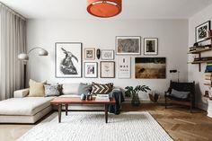 Trendsäker, välplanerad och stilren. Nu ligger Peter Smirnakos lägenhet ute till försäljning – och det är en riktig söderdröm.