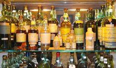 Présentation d'une impressionnante collection familiale autour de la chartreuse qui s'est transmise sur trois générations. De très belles bouteilles, porteuses d'histoire.