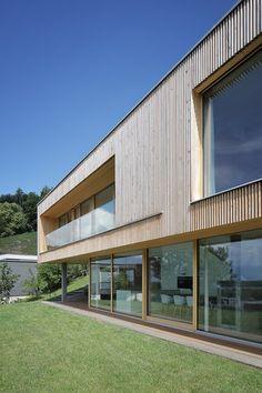 Haus DB Klaus — ARCHITEKTUR Jürgen Hagspiel Dream Home Design, House Design, Indoor Outdoor Living, Outdoor Decor, House Cladding, Contemporary Style Homes, Concrete Wood, House On A Hill, Cabana