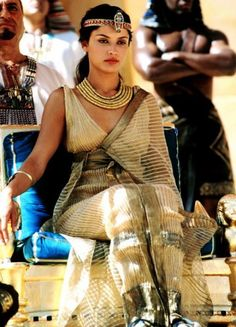 Cleopatra on stage/film/tv would be incredible. Women in history is a great fascination of mine - Leonor Varela inspired my immensely when I watched this film/tv series for the first time! Cleopatra (tv series with Leonor Varela as Cleopatra Ancient Egypt Fashion, Egyptian Fashion, Ancient Egyptian Jewelry, Ancient Egypt Art, Egyptian Women, Egyptian Costume, Halloween Disfraces, Historical Clothing, Historical Fiction