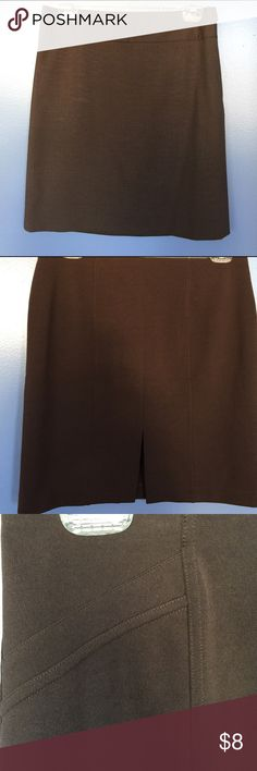 "Express Brown Stretch Skirt Express Size 6 Stretch Skirt                                                  No Zippers or Buttons                                                                             6"" slit in back                                                                                   Approximate length 18 1/2""                                                                95% poly    5% spandex Express Skirts"