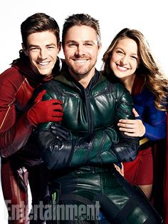 The Flash - Grant Gustin Green Arrow - Stephe Amell Supergirl - Melissa Benoist Supergirl Dc, Supergirl And Flash, Series Dc, Super Heroine, Flash Barry Allen, Superhero Shows, Mitch Lucker, The Flash Grant Gustin, Univers Dc