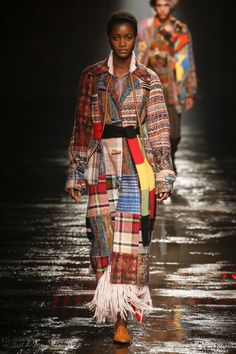 The complete Missoni Fall 2018 Ready-to-Wear fashion show now on Vogue Runway. Missoni, Runway Fashion, Fashion Art, Fashion Outfits, Milan Fashion, Autumn Winter Fashion, Fall Winter, Tall Girl Fashion, Fashion Week 2018