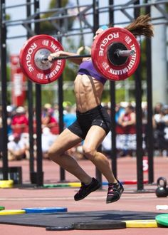 CrossFit women. Look at her cleaning that up!