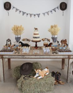 Fabiana Moura - Projetos Personalizados: Abram as porteiras para a festa dos cavalos Cowboy Theme Party, Horse Party, Farm Party, Horse Birthday Parties, Cowgirl Birthday, Cowboy Baby Shower, Wild West Party, Western Parties, Baptism Party