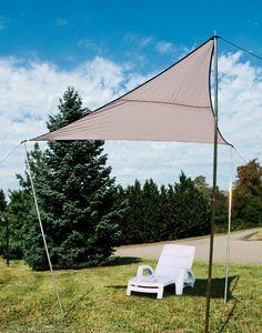 Voile d'ombrage Triangle 300x300x230cm sur Jardindeco. Livrée avec ses piquets de support, ce voile d'ombrage pourra rapidement être installé et faire profiter ses usages d'un coin à l'abri du soleil.