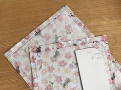 カード入れ付き!可愛い「通帳ケース」の作り方 | ココポップハンドメイド Diy And Crafts, Gift Wrapping, How To Make, Gifts, Iphone, Japanese Language, Paper Wrapping, Presents, Wrapping Gifts