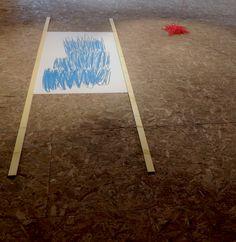 """isabelle jobard """"ah grandir""""  installation, dessin et fil"""