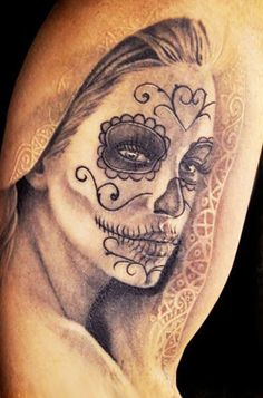 dont like these tattoos in general but i love the hood *-*