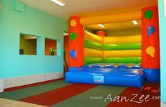 Ijsselmeer | Andijk | Vakantiehuis Boerenland http://www.aanzee.com/nl/vakantiehuis/nederland/ijsselmeer/andijk/boerenland_99593.html Deze vakantievilla voor 15 personen is meer dan kindvriendelijk. Het heeft zelfs zijn eigen springkussen