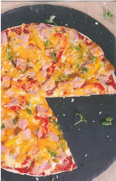 Pizza-maak is 'n heerlike aktiwiteit waaraan die hele gesin kan deelneem. South African Recipes, Hawaiian Pizza, Vegetable Pizza, Recipies, Vegetables, Food, Recipes, Essen, Vegetable Recipes