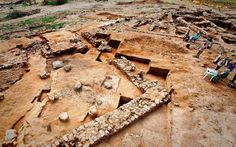 La universidad hebraica de Jerusalén anunció el jueves el descubrimiento de una cueva que guardó los llamados manuscritos del Mar Muerto, los documentos más antiguos conocidos de la biblia hebraica…