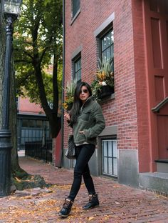Duck Boots Outfit, Winter Boots Outfits, Booties Outfit, Casual Fall Outfits, Stylish Outfits, Outfit Winter, Stylish Clothes, Fashion Outfits, Girly Outfits