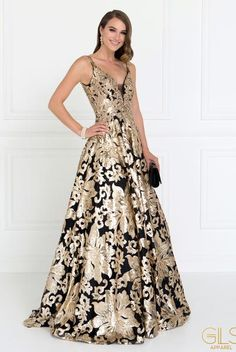 Extravagant prom and evening gown gls 1511 Simply Fab Dress Dresses 2018 Shine like a star in this extravagant celebrity inspired black evening gown with gold floral sequins. A glamorous prom dress adorn with sparkly all over gold se Dresses Elegant, Stunning Dresses, Beautiful Gowns, Unique Formal Dresses, Formal Wear, Evening Gowns Couture, Evening Dresses, Prom Dresses, Dress Prom