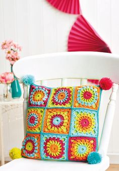 Transcendent Crochet a Solid Granny Square Ideas. Inconceivable Crochet a Solid Granny Square Ideas. Crochet Cushion Pattern, Crochet Cushion Cover, Crochet Cushions, Granny Square Crochet Pattern, Crochet Squares, Crochet Granny, Free Crochet, Crochet Patterns, Pillow Patterns