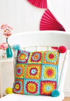 FREE CROCHET PATTERN: Granny square cushion