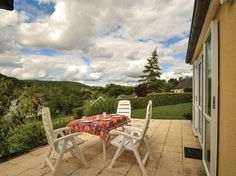 meubles extérieur hivernage terrasse spacieuse maison montagne en bois entretien mobilier extérieur #jardin #outdoor #furniture #wood #winter #garden