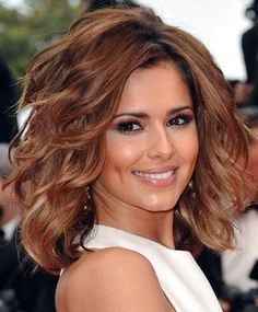 cheryl cole hair color and cut Over 40 Hairstyles, Short Hairstyles For Thick Hair, Medium Short Hair, Medium Hair Styles, Curly Hair Styles, Bob Hairstyles, Medium Layered, Layered Lob, Formal Hairstyles