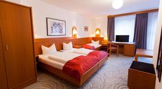 Centro Hotel Atlanta Hannover Our hotel with air conditioned rooms is located in a quiet side street in the heart of Hanover, only 5 minutes' walk from the central station and from the shuttle which brings you to the Airport of Langenhagen.