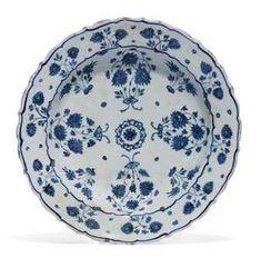 An Iznik pottery dish. Ottoman, Turkey, third quarter 16th century