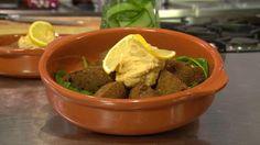 Chef-kok Sharon pleit voor zelf maken in plaats van kant en klaar kopen en laat daarom zien hoe je makkelijk en betaalbaar falafel en hummus maakt.