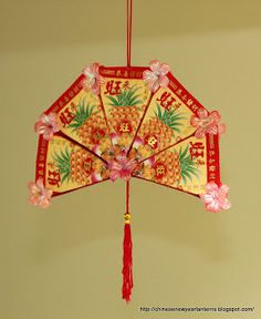 Chinese New Year Lanterns 红包灯笼手工制作: How to Make an Ang Pow Fan Chinese New Year Decorations, New Years Decorations, New Year's Crafts, Arts And Crafts, Holiday Crafts, Kids Crafts, Lantern Crafts, New Year Diy, Asian Cards