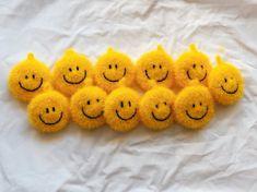 Crochet Scrubbies, Cellphone Wallpaper, Knitted Dolls, Emoji, Diagram, Craft Ideas, Diy Crafts, Knitting, Crafts
