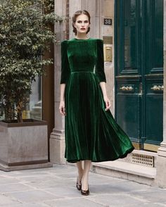 (24) Post piaciuti | Tumblr on We Heart It... emerald velvet is so luscious!!