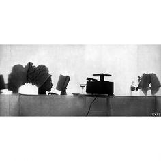 Jean Patchett Photo Irving Penn Vogue, June 1950 (thanks to PleasurePhotos) Irving Penn, Glamour Photography, Art Photography, Fashion Photography, Inspiring Photography, 1950s Design, Annie Leibovitz, Glamour Shots, Page Turner