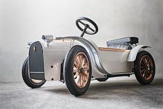 D.THRONE's baby car