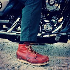 Red Wing Heritage's handmade leather boots and shoes for men and women are made in America and designed with skill and precision. Men's Shoes, Shoe Boots, Wing Shoes, Red Wing Moc Toe, Mens Boots Fashion, Men's Fashion, Red Wing Boots, Shoe Company, Versace Men