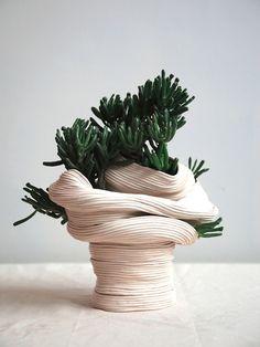 Zhu Ohmu's Coiled Ceramics. Standing vessel with twisted torso , 2016 Ceramic with Crassula Gollum Ikebana, Cerámica Ideas, Sculptures Céramiques, Ceramic Sculptures, Pottery Sculpture, Coil Pots, Kintsugi, Ceramic Pottery, Pottery Art