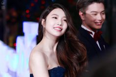 The Day Red Velvet's Joy Stunned Everyone With Her Red Carpet Dress — Koreaboo