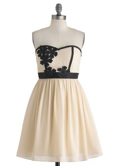 Banquet Beauty Dress - Cream & Black cocktail dress, wouldn't this look dreamy with a Black Forest Cake Cameo Clutch for a little mothers day night cap! #PPBmothersday