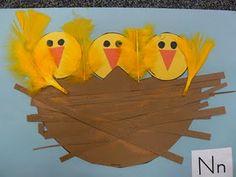 N pour Nid de petits oiseaux.. avec de vraies plumes :)
