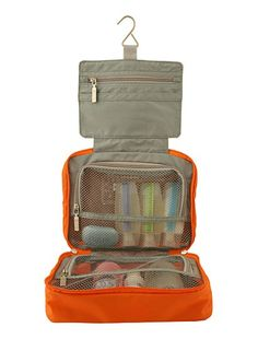 Don't be a space case! This Spacepak Toiletry Case maximizes case space, achieving maximum organization so you can always carry on and avoid the baggage claim.