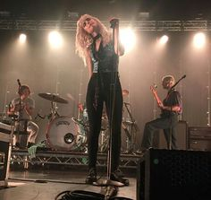 Hayley williams Paramore TourOne 2017 Hayley Paramore, Paramore Hayley Williams, Paramore Paramore, Music Love, Music Is Life, House Music, Breathe Carolina, Taylor York, Memphis May Fire