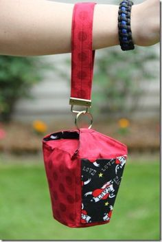 Tutorial on how to sew a cute little bag that looks like a Chinese restaurant carry-out container!