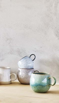 In calming sage tones, the Ida Mug makes a natural addition to your tea time ritual.