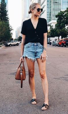 look short jeans Look short jeans Jeans Outfit Summer, Cute Summer Outfits, Casual Outfits, Cute Outfits, Looks Com Short Jeans, Look Con Short, Denim Fashion, Look Fashion, Jean Short Outfits