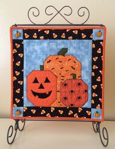 Apple Avenue Quilts: October's Small Quilt