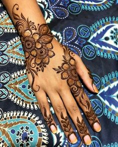 Get New Style Simple Mehndi Designs for hands and feet. These mehndi designs are beautiful, attractive, unique and give you a dazzling look Henna Flower Designs, Henna Tattoo Designs Simple, Basic Mehndi Designs, Latest Bridal Mehndi Designs, Finger Henna Designs, Indian Mehndi Designs, Henna Art Designs, Mehndi Designs For Girls, Mehndi Design Photos