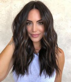 Brunette Hair Color With Highlights, Dark Brunette Hair, Brown Blonde Hair, Hair Color Dark, Hair Highlights, Dark Fall Hair, Brown Hair Shades, Caramel Highlights, Brunette Color