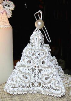 FSL Battenberg Christmas Tree Lace Ornament