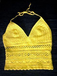 Top/blusa de crochê feito com o fio Supremo Esmeralda Brilho, da Enovelar (1 novelo na cor 73), e agulha nº 2,5 mm.