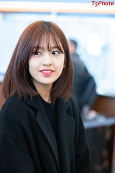 Kpop Short Hair, Ulzzang Short Hair, Korean Short Hair, Korean Haircut Medium, Haircuts Straight Hair, Hairstyles With Bangs, Korean Hairstyles Women, Medium Hair Cuts, Medium Hair Styles