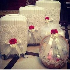 Best Gift Baskets for Women 2020 Bridal Gift Wrapping Ideas, Wedding Gift Baskets, Creative Gift Wrapping, Engagement Gift Baskets, Desi Wedding Decor, Diy Wedding Decorations, Wedding Favors, Trousseau Packing, Marriage Gifts