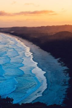 Australia Travel Inspiration - Stunning Seascape Photos Capture the Fluid Grace of Waves on an Australian Beach - My Modern Met