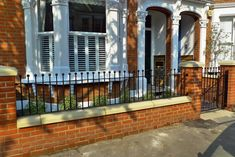 clapham balham Victorian front garden mosaic tile path red brick wall black paving metal wrought iron gate and rail london Round ends on railings Front Wall Design, Fence Design, Garden Design, Front Garden Path, Front Gardens, Front Path, Garden Gate, Edwardian House, Victorian Homes