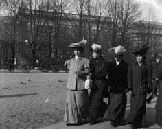 South Esplanadi, Helsinki, ca 1906   by Svenska litteratursällskapet i Finland